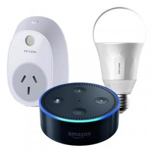 Amazon 340733 Alexa Smart Home Starter Kit - Smart Light Bulb + Smart Power Plug